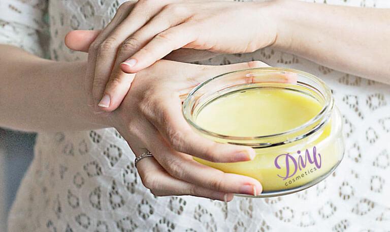 How to Make Moisturising Honey Hand Cream?
